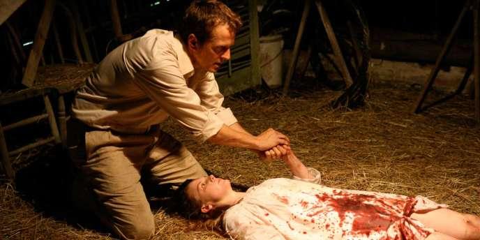 Patrick Fabian et Ashley Bell dans le film américain de Daniel Stamm,