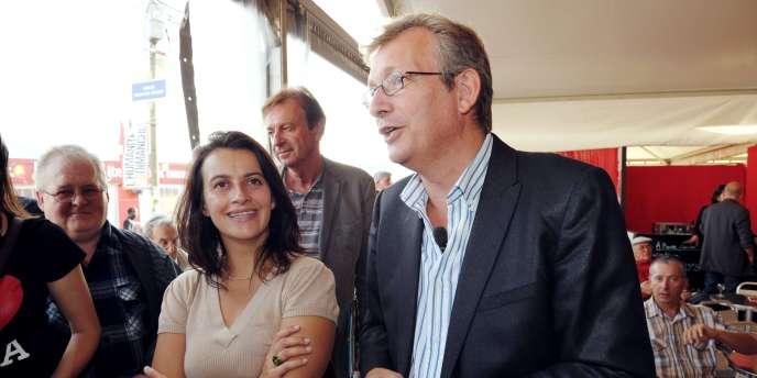 Pierre Laurent, secrétaire national du PCF discute avec Cécile Duflot, secrétaire nationale des Verts, lors de la Fête de l'Humanité, le 10 septembre 2010, à La Courneuve.