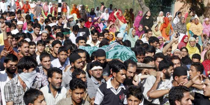 Pendant l'intifada de Srinagar, la police tue 12 personnes le 13 septembre 2010.