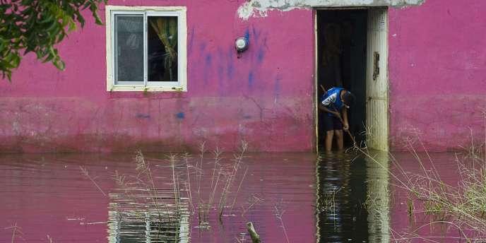 A Tlacotalpan, vieille cité coloniale proche de Veracruz classée au Patrimoine mondial de l'Unesco, a appelé lundi l'ONU à l'aide pour évaluer les dommages subis par ses 540 monuments historiques aujourd'hui inondés.