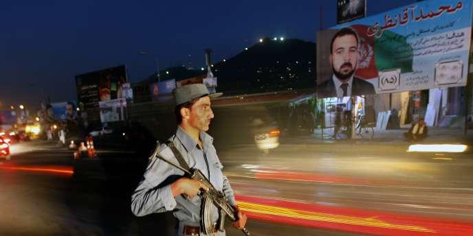 La présidentielle de l'été 2009 avait été marquée par une fraude à grande échelle : un tiers des bulletins en faveur du président Hamid Karzaï s'étaient révélés faux.
