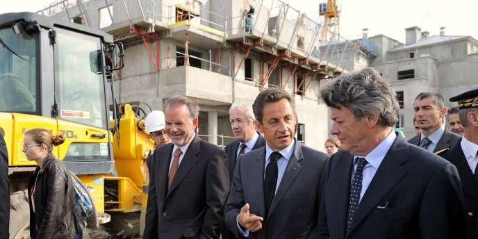 Nicolas Sarkozy lors de sa visite du chantier de construction de logements à Villeneuve-le-Roi (Val-de-Marne), mardi 14 septembre.