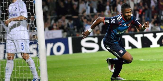 Bastos exulte, il marque le but décisif contre Schalke, mardi à Gerland.