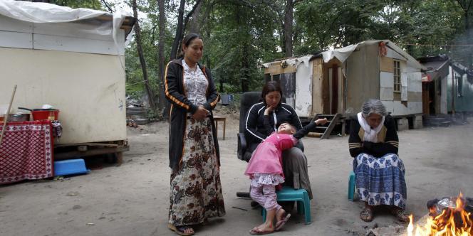 Des Roms dans un campement à Fleury-Mérogis, le 6 septembre 2010.
