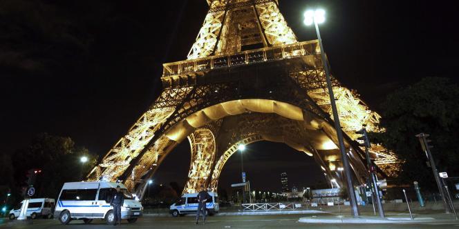 La société d'exploitation de la tour Eiffel, qui avait dû évacuer 1 700 personnes, a estimé son préjudice à 71 000 euros.