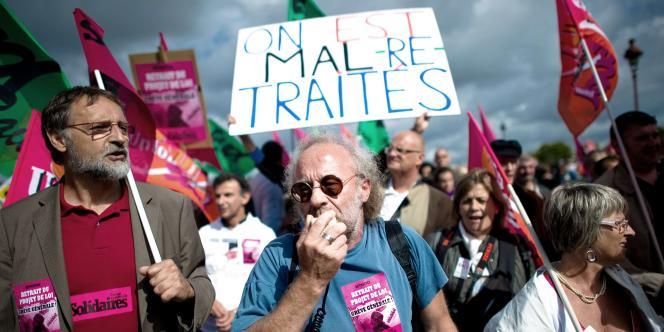 Des manifestants protestent contre le vote de la réforme des retraites à l'Assemblée nationale, le 15 septembre 2010.