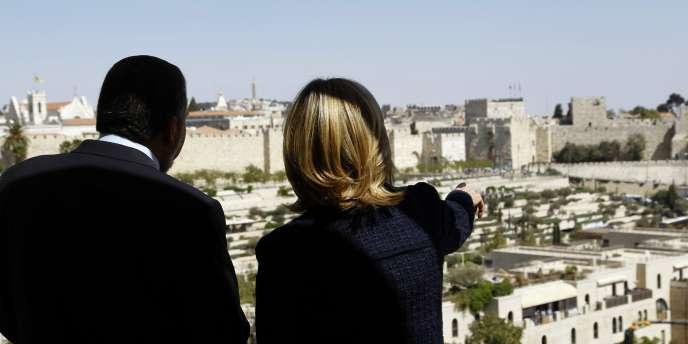 La secrétaire d'Etat américaine Hillary Clinton avec le ministre israélien des affaires étrangères, Avigdor Lieberman lors de négociations à Jérusalem, le 15 septembre.