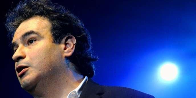 L'humoriste Raphaël Mezrahi aura tenu une dizaine de jours avant d'être retiré de l'antenne de France Inter.