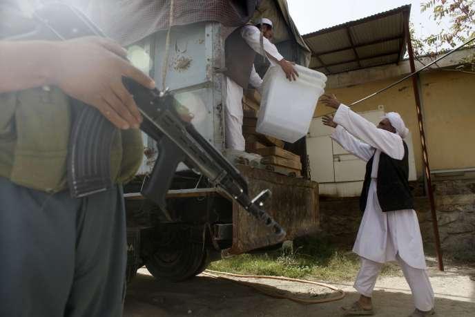 Les talibans ont menacé jeudi de lancer des attaques lors du scrutin de samedi, visant en priorité les forces de sécurité et le personnel travaillant à l'organisation du scrutin.