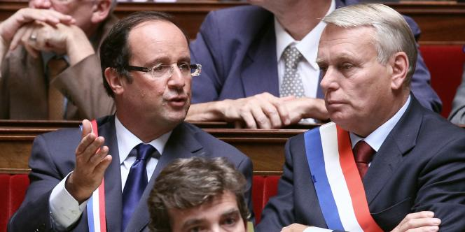 Dès 2010, alors qu'il était encore député de Corrèze, François Hollande plaidait pour l'allongement de la durée de cotisation (ici avec Jean-Marc Ayrault, à l'Assemblée nationale lors du débat sur la réforme des retraites, en septembre 2010).