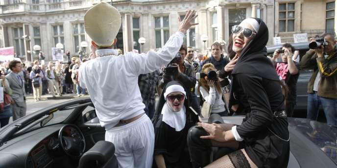 Manifestation contre la visite du pape à Londres.