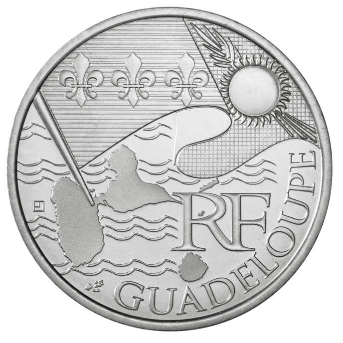 Une pièce de 10 euros en argent massif à l'effigie de la Guadeloupe.