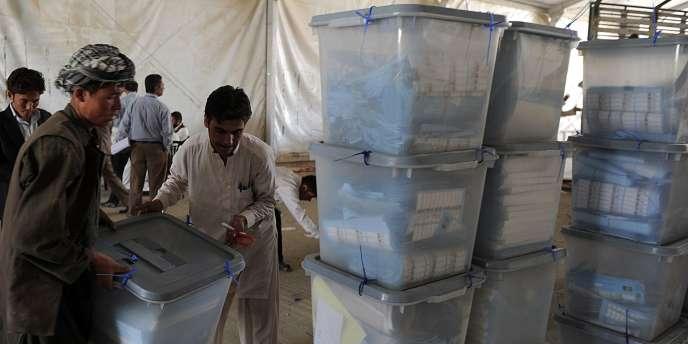 Un quart des suffrages des législatives afghanes du 18 septembre ont été invalidés par la Commission électorale indépendante.