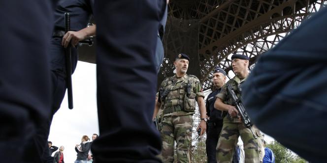 En septembre, la tour Eiffel avait dû être évacuée en raison d'une alerte à la bombe.