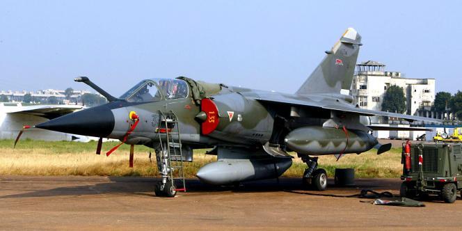 Des avions de reconnaissance tel ce mirage F1 ont été envoyés, dimanche 19 septembre, au Niger pour tenter de localiser les ravisseurs des sept otages.