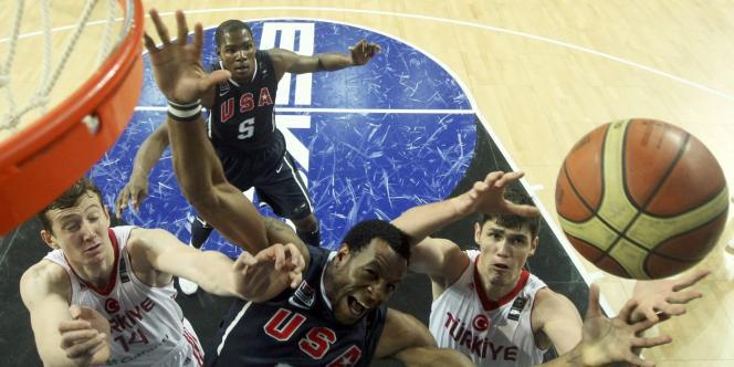 La dernière finale des championnats du monde de basket-ball a vu la victoire des Etats-Unis sur la Turquie malgré les règles de la FIBA.