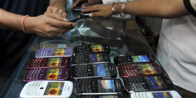 Des téléphones BlackBerry.