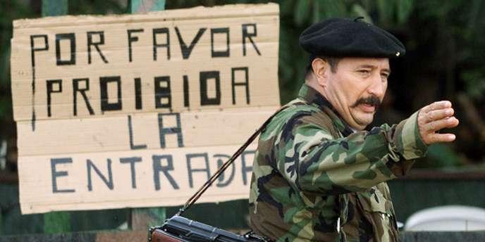 Le chef des Forces armées révolutionnaires de Colombie Jorge Briceno, connu sous le nom de
