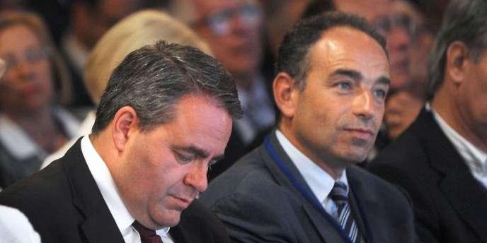 Jean-François Copé, secrétaire général de l'UMP, et Xavier Bertrand, son prédécesseur, en 2010.
