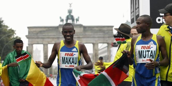 Le coureur du Kenya Patrick Makau a remporté le marathon de Berlin, dimanche.