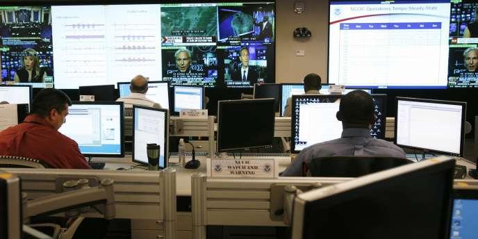 Des analystes se préparent au lancement de Cyber Storm III, une simulation de guerre informatique aux Etats-Unis en 2010.