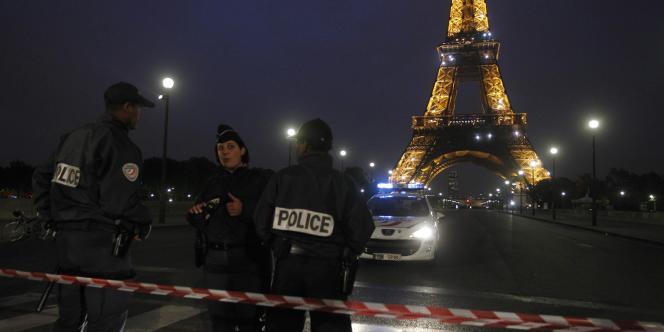 La tour Eiffel a dû être évacuée après une alerte à la bombe, mardi 28 septembre.
