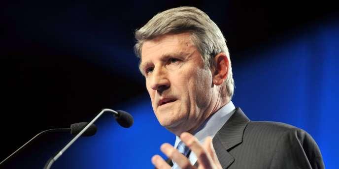 L'ancien président du conseil général de Vendée, Philippe de Villiers, lors d'un discours à Nantes, le 11 mars 2010.