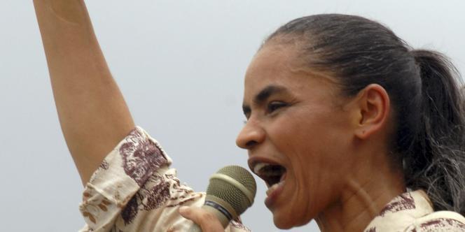 Marina Silva, ancienne ministre de l'environnement et candidate du parti écologiste, le 28 septembre, lors d'un meeting électoral à Belem.