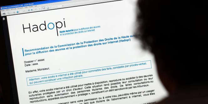 RSF épingle notamment la loi Hadopi, censée lutter contre le téléchargement illégal.