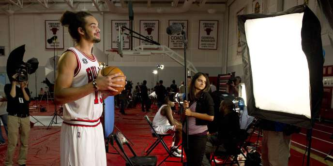 Joakim Noah pose pour la photo officielle de son club, le 27 septembre à Deerfield, dans l'Illinois.