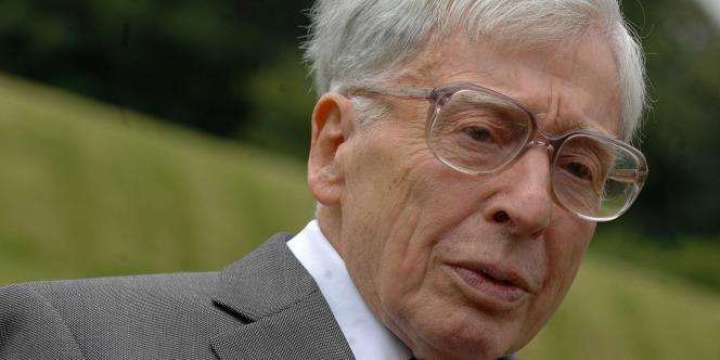 Portrait non daté du Britannique Robert Edwards, récompensé par le Prix Nobel pour des travaux qui ont engendré plus de 4 millions de naissance.