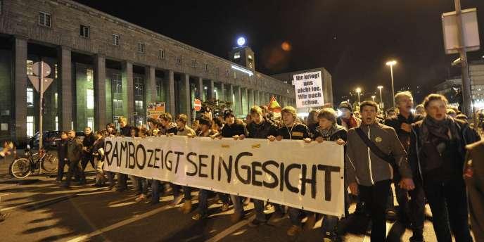 Des manifestants protestent contre le projet de nouvelle gare, nommé Stuttgart 21, le 1er octobre.