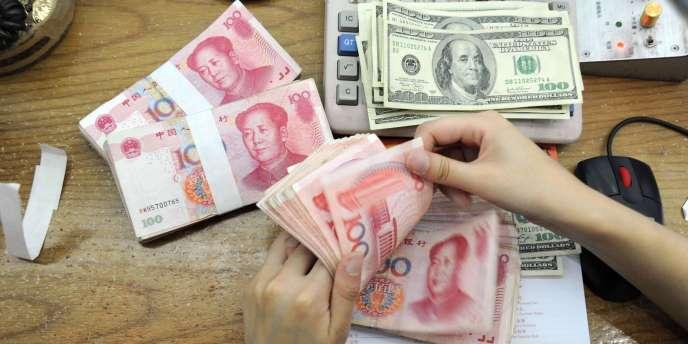La banque populaire de Chine (PBOC) a décidé, samedi 15 mars, d'élargir la bande de fluctuation journalière du yuan face au dollar de 1 % à 2 %