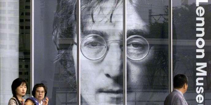 Trente ans après la mort tragique de John Lennon, Liverpool lui rend hommage à travers une série de manifestations culturelles (concerts et expositions).