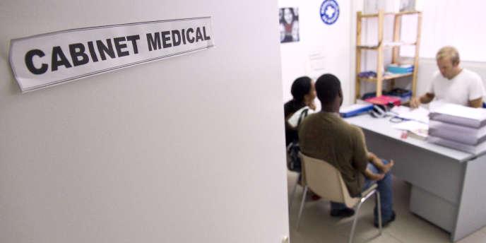 Depuis 2010, les associations habilitées peuvent réaliser des tests de dépistage rapide du VIH dans leurs centres.