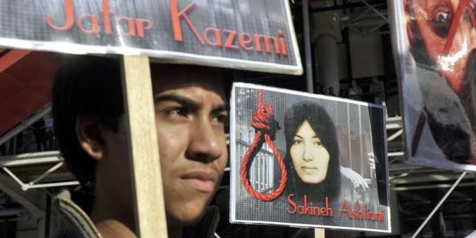 Manifestation de soutien à Sakineh Mohammadi Ashtiani en octobre 2010 à Paris, condamnée à mort en Iran pour adultère.