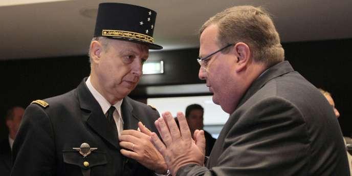 Le général Mignaux et le président de la commission des lois à l'Assemblée, Jean-Luc Warsmann,