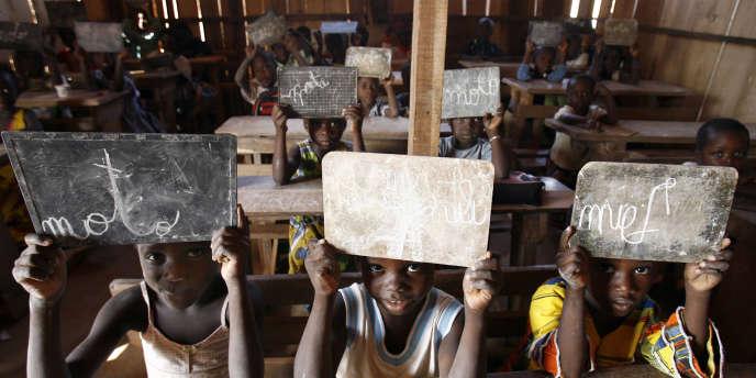 Une classe de français en Côte-d'Ivoire.