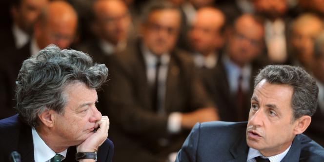 Nicolas Sarkozy et l'ex-ministre de l'écologie, Jean-Louis Borloo, le 1er octobre 2010 au Mondial de l'automobile, à Paris.