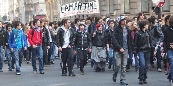 La manifestation improvisée des lycéens, en route vers la gare Saint-Lazare.