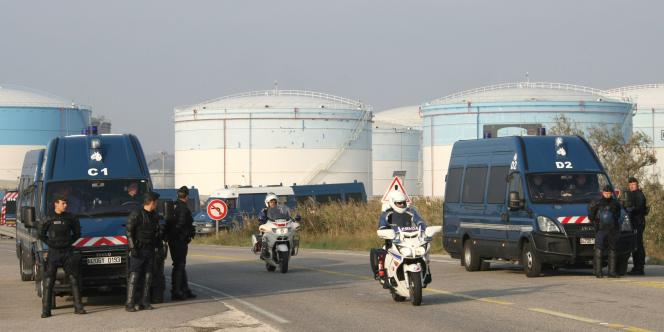 Le blocage des accès au dépôt de Fos avait été organisé jeudi matin par des agents portuaires et des salariés de la pétrochimie locale ou de l'aciériste ArcelorMittal.