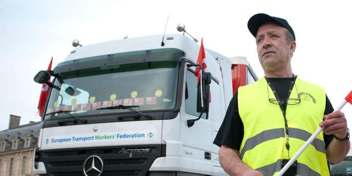 La CFDT, premier syndicat du transport routier, a appelé vendredi les salariés du secteur à organiser des blocages sur les routes.