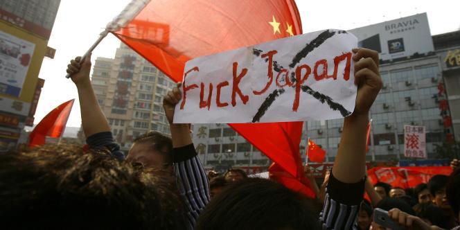 Manifestation anti-japonaise, à Zhenghzou, en Chine, le 16 octobre.
