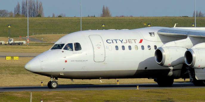 Une centaine de salariés de Cityjet, filiale d'Air France, étaient sous contrat irlandais entre 2006 et 2008 alors qu'ils travaillaient à Orly et Roissy et résidaient en France.
