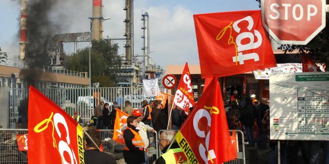 Blocage de la raffinerie Total de Grandpuits, le 18 octobre.