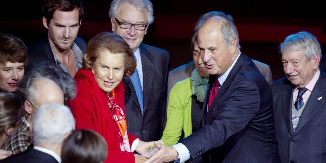 Liliane Bettencourt et son conseiller financier Patrice de Maistre, lors d'une cérémonie de remise de prix par la fondation Bettencourt Schueller, le 8 octobre 2010.