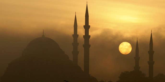 De 4 millions au début des années 1980, la mégapole turque est passée à près de 15 millions d'habitants trente ans plus tard.