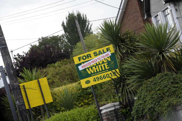 Le chômage, l'émigration et la crise bancaire avaient fait chuter le prix des logements en Irlande. Sherry Fitzgerald, la première agence immobilière du pays, enregistre à Dublin cinq fois moins de transactions qu'avant la crise.