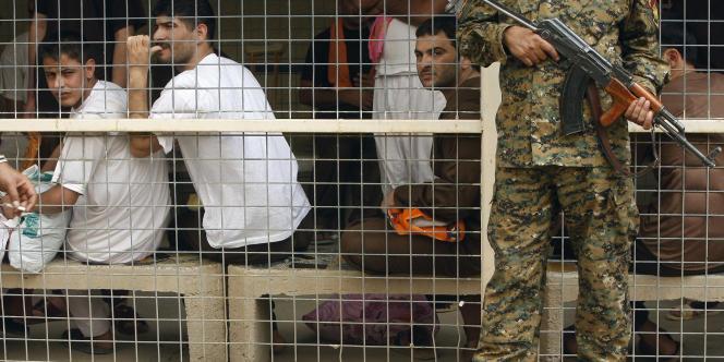 Des détenus de la prison d'Al-Rusafa, avant leur libération, le 29 avril 2010.