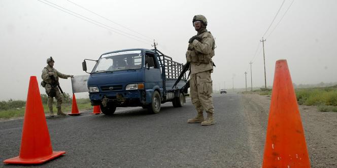Un checkpoint de l'armée américaine au sud de Bagdad, le 23 juin 2005.